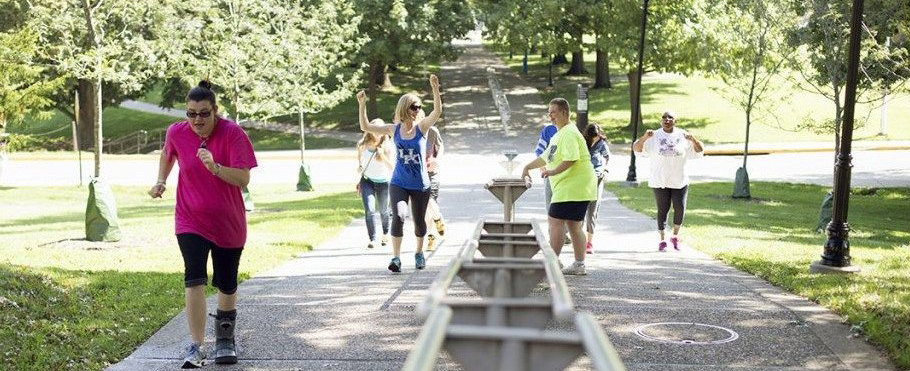 HDI 5k image - people out walking on campus